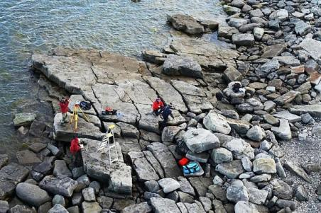 Svalbard-paleontologists-working.AD2016-ScienceNordic