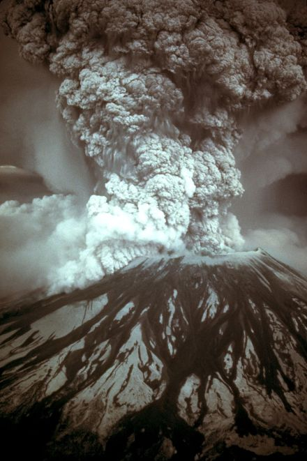 MountSt.Helens-eruption-AD1980-05-18